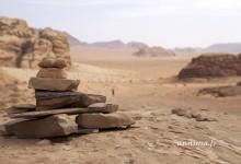 Boire le thé dans le désert du Wadi Rum